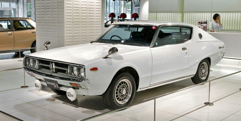 Nissan_Skyline_C111_2000_GTX-E_001