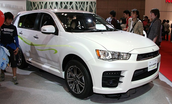 1280px-Mitsubishi_Outlander_Roadest