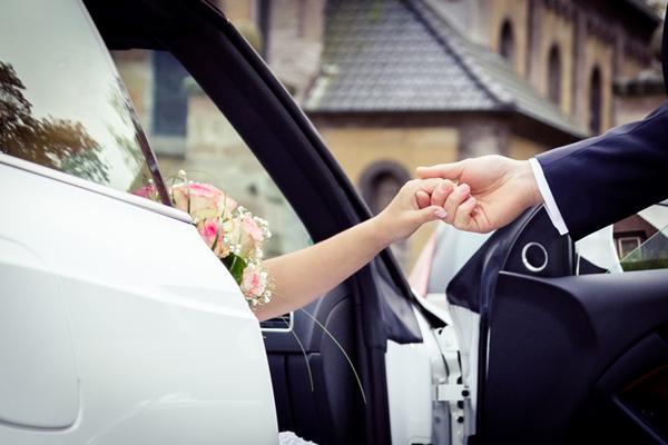 H?nde,Hochzeit,Brautpaar,Brautauto,Braut,Br?utigam,Brautstrauss,Trauung,