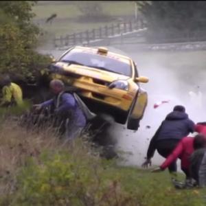 挑戦する男に事故はつきものだ!スピードの限界に挑んだレース中の衝撃動画