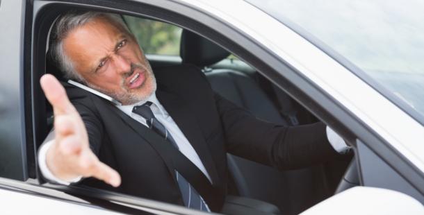 【全ドライバー必見】JAF事故回避トレーニング動画の内容が「運転あるある」すぎて怖い。