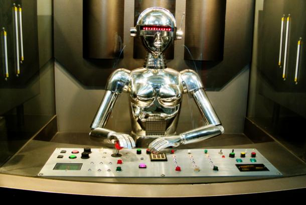 人間(ほぼ)不在!ハウステンボスにある変なホテルはロボットだらけだった