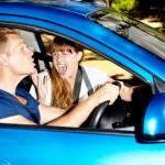 「バカヤロー!」と男性が叫びたくなるドライブ中の女の言動TOP4