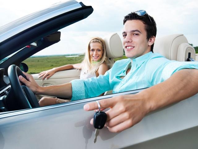【キラキラ女子と車】彼氏、夫に乗って欲しい外車ランキング第1位は?