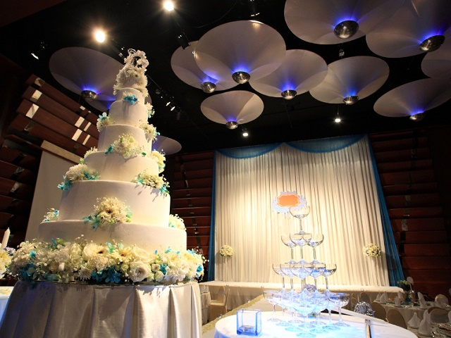 Wedding cake decorated at reception party hall