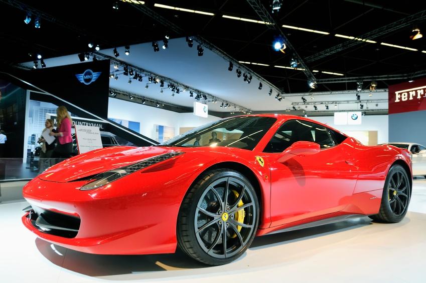 【キラキラ女子と車】超セレブな男が集う、フェラーリのパーティーに潜入