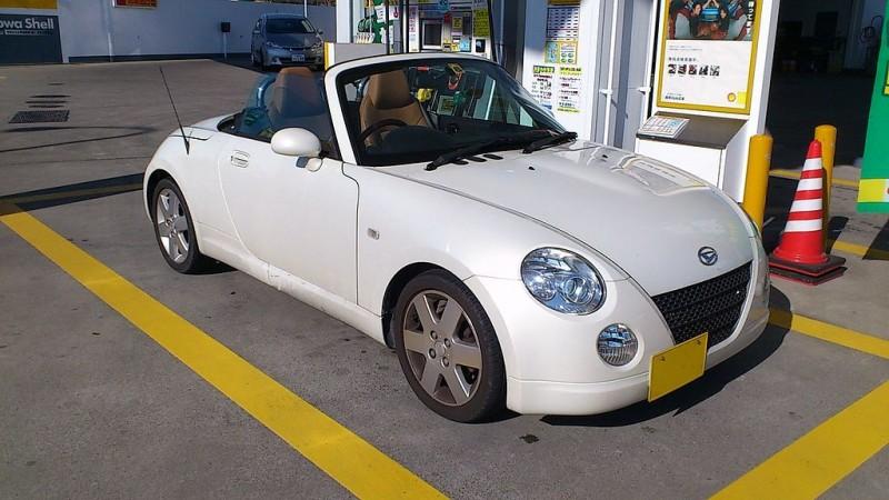 1024px-Daihatsu_Copen_coupé_cabriolet_front_side
