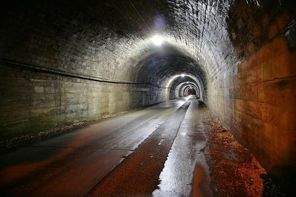 旧月居(つきおれ)トンネル