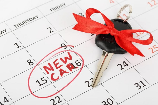 car key with ribbon on calendar, new car concept