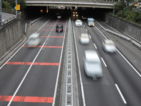 Cars that ran a high-speed road(syuto-kousoku), in tokyo japan.