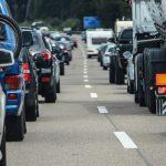 今年のお盆の渋滞予測、各高速道路で15㎞以上が見込まれる日・時間帯はいつ?2018年はETCの休日割引適用日が変更に!