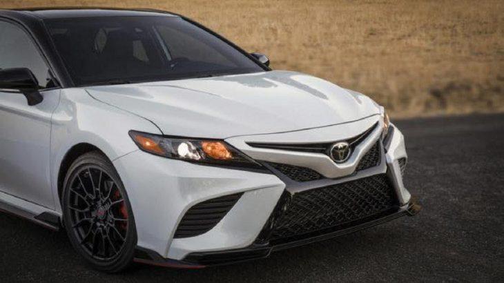 北米トヨタのカムリにTRDチューニングバージョンが登場!日本には設定のない3.5リッターV6エンジンの300馬力仕様!