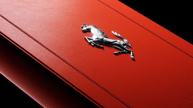 一冊72万円のフェラーリのアーカイブ本『フェラーリ』発売!エキマニを模したブックスタンド付は360万円也!