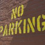 駐車禁止のルールをおさらい!道路標識の有効範囲や交差点など駐車違反の罰金は?