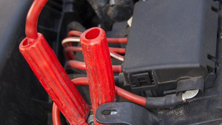 車のバッテリー交換の方法、費用はどれぐらい?交換時期の目安や電圧の見方も紹介!