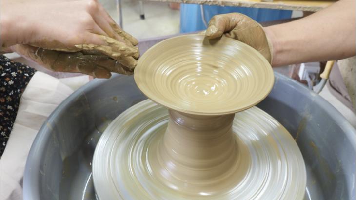 笠間焼の陶芸体験にチャレンジ!絶品そばも食べられる「いそべ陶苑」までドライブ
